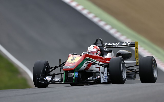 Alex Lynn swept up in the European F3 qualifying at Brands Hatch, setting the quickest time in both sessions to take pole for all the three races of the weekend.