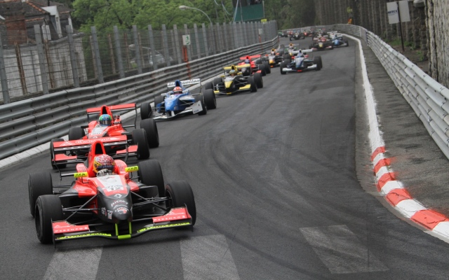 With the absence of Formula 3 from the this year&#039;s 72nd edition of the Pau Grand Prix, a one-off Formula Renault 2.0 event takes centre stage on the iconic French street circuit this weekend.