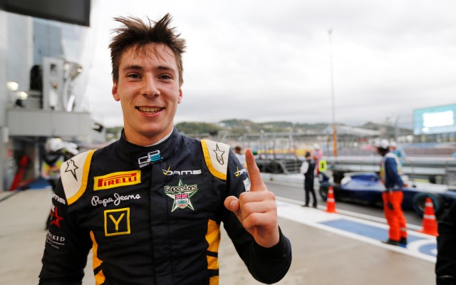 Alex Lynn scored his second pole position in GP2 in a wet qualifying session at Sochi, beating champion-elect Stoffel Vandoorne after a rare error from the Belgian.