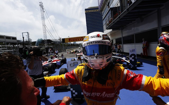Antonio Giovinazzi produced a superb fightback to take a first GP2 win for himself and fellow newcomer Prema in Baku.